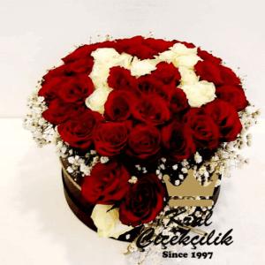 Kutuda Güller ve Aşkın Baş Harfi *Siyah Kutu *Kırmızı Güller *Beyaz Gül *Kurdele gelincik çiçek